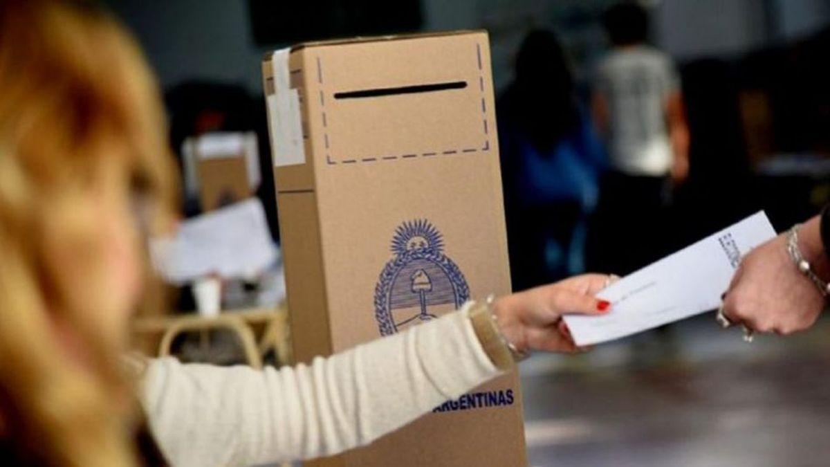 El horario de votación comienza a las 8 de la mañana y termina a las 18. Para poder votar hay que estar en el padrón y llevar el documento de identidad.