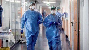 Córdoba: primera muerte por la cepa británica y alerta por contagios con la brasileña