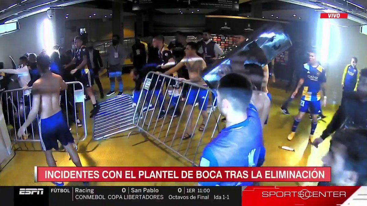 Escándalo con los futbolistas de Boca tras el partido ante Atlético Mineiro.