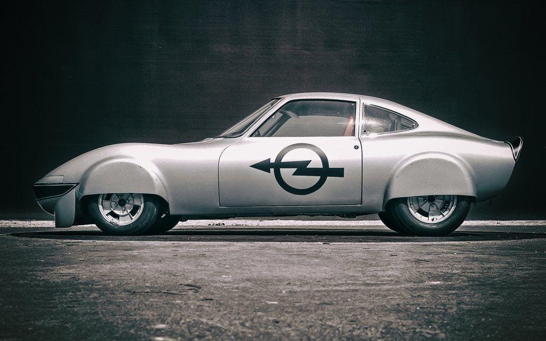 El Opel Elektro GT estaba equipado con dos motores eléctricos de CC de Bosch que juntos producían 88 kW (120 CV) de potencia continua y una potencia máxima de hasta 118 kW (160 CV). Varta proporcionó las cuatro baterías de níquel-cadmio instaladas al lado y detrás del conductor. Con 280 celdas