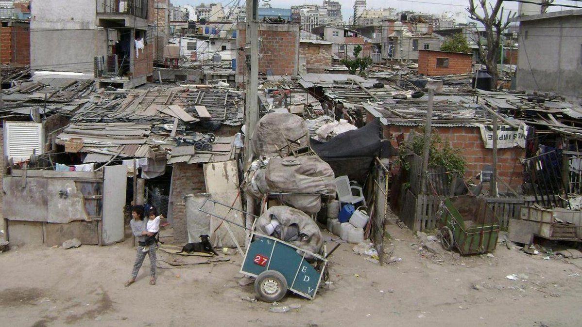 Datos de la UCA: aumentó la pobreza multidimensional en 2018 y afecta al 31,3% de la población