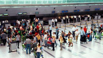 Un avión que venía de Cancún llegó con 44 pasajeros con coronavirus y crece la alerta por las nuevas cepas