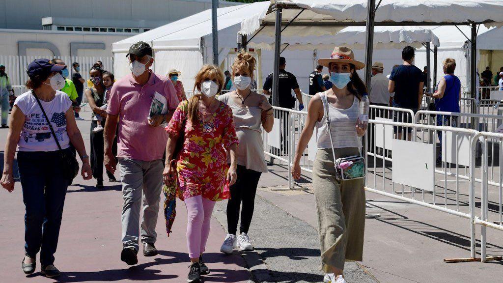 Nuevo brote de coronavirus en Europa: estado de alarma en España hasta mayo y restricciones en Italia