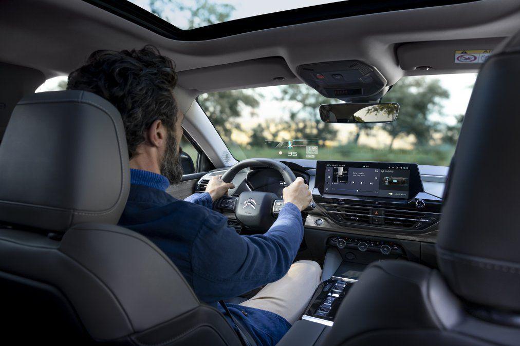 El C5 X inaugura en Citroën un nuevo interfaz de comunicación centrado en la conectividad. Con una pantalla táctil de 12'' HD