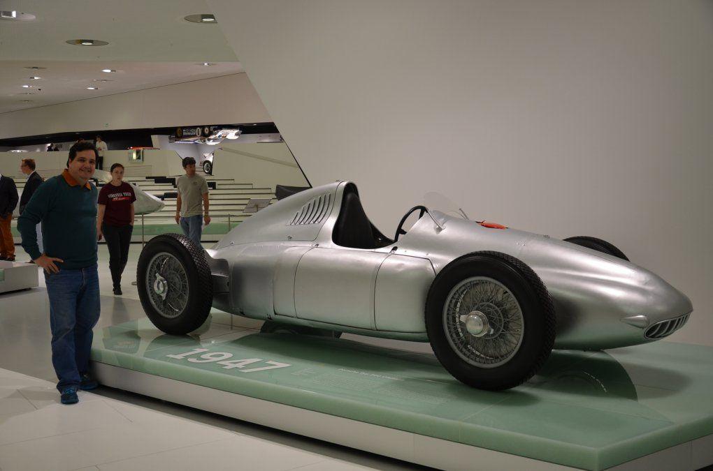 Porsche tuvo el primer gran pedido del período de posguerra provino de la empresa italiana Cisitalia. El resultado fue el monoplaza Tipo 360