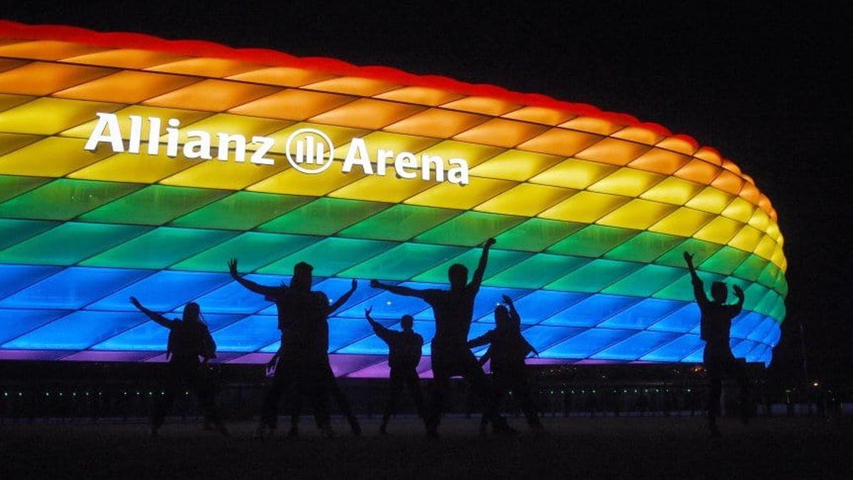 El Allianz Arena no pudo iluminarse con los colores de la bandera del orgullo LGBTIQ+.