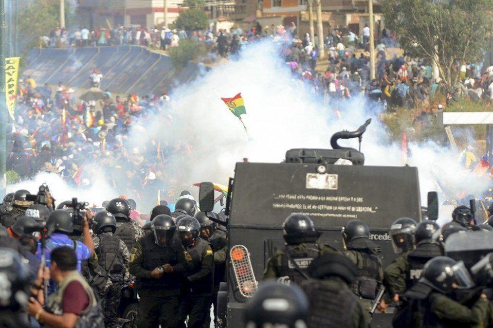 Ocho muertos por la represión policial de una protesta masiva en Cochabamba