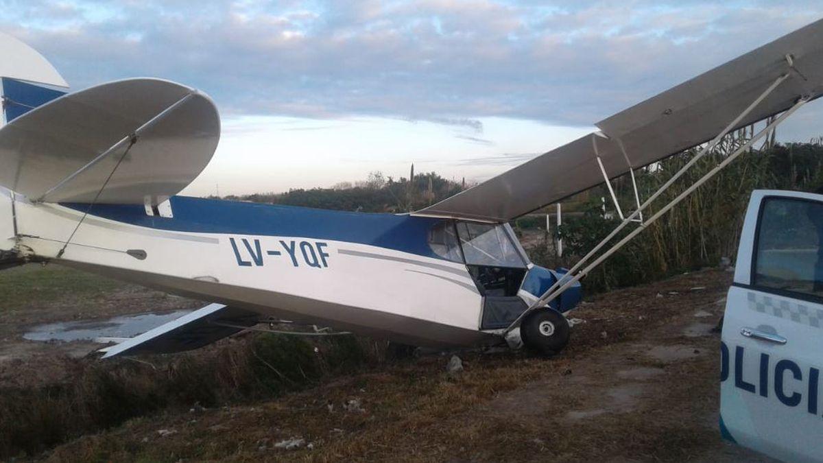 Así quedó la avioneta que despistó y cayó en la autopista Buenos Aires-La Plata. (Foto)