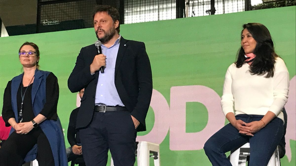 Leandro Santoro cerró con un discurso la campaña del Frente de Todos porteño.