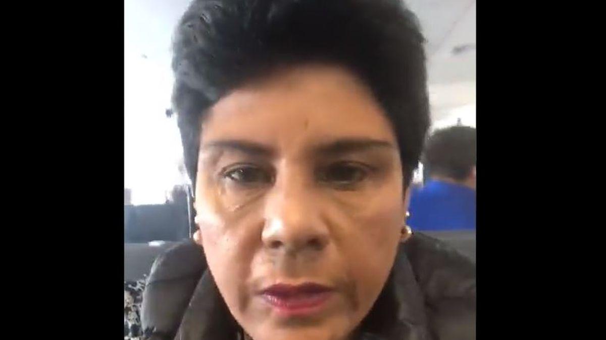 Una congresista se olvidó de apagar su cámara en medio de una sesión virtual y mostró el momento que se duchaba.