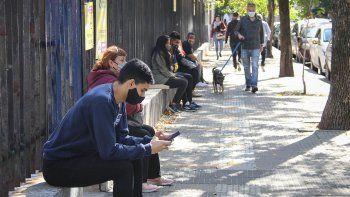 Ante el aumento de casos, la Ciudad analiza endurecer restricciones y peligra la presencialidad en las aulas