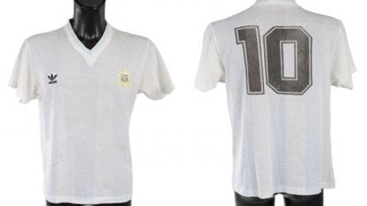 Subastarán la camiseta que usó Diego Armando Maradona en el partido ante Brasil en el Mundial de Italia 90.