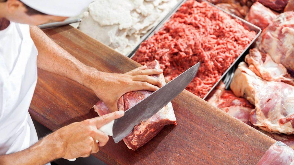 En el sector de los frigoríficos alertaron por el impacto en los precios de la carne.