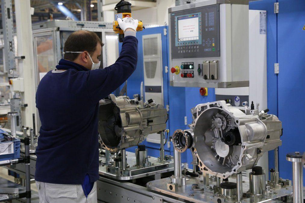 En diciembre la actividad industrial tuvo una mejora del 4,8%, pero finalizó el 2020 con una caída acumulada del 6,3%