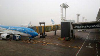 Por el temporal, ya hay demoras en Aeroparque y Ezeiza