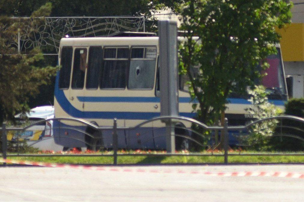 Tensión en Ucrania: un hombre mantiene 20 rehenes en un ómnibus en la ciudad de Lutsk