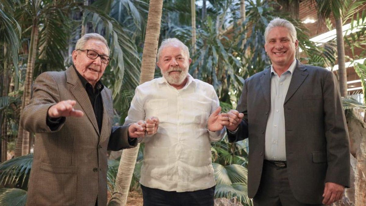 Lula Da Silva junta a Raúl Castro y el presidente cubano