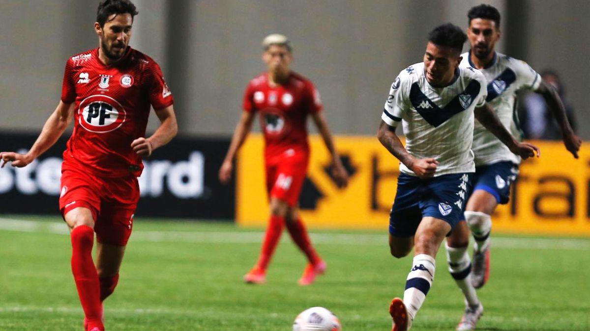 Un Vélez golpeado recibe a Unión La Calera en Liniers y, si gana, puede  llegar a octavos de final