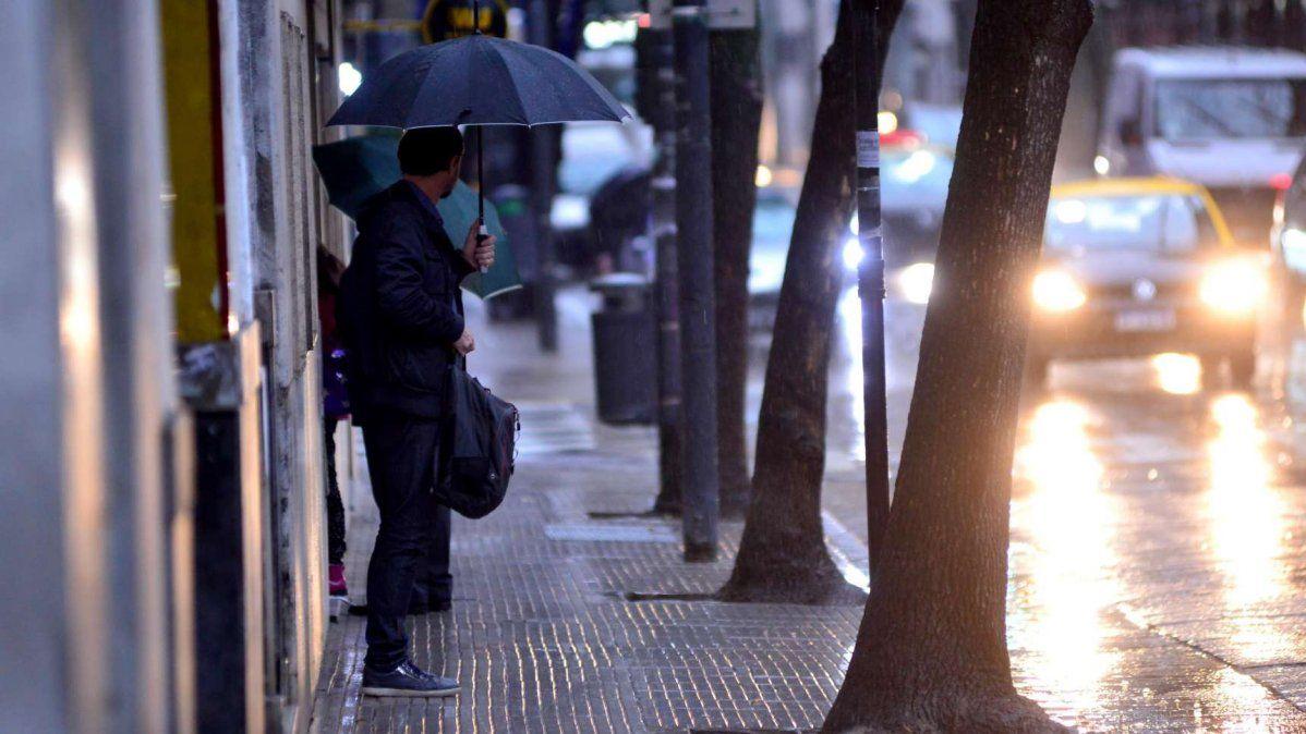Fuerte temporal de lluvia y ráfagas de viento en la Ciudad