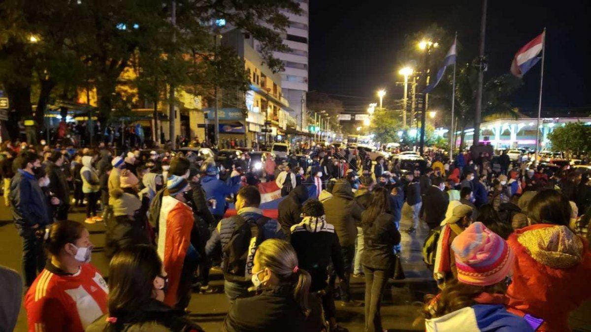 Paraguay: saqueos, detenidos y un herido de bala en Ciudad del Este por el regreso a la fase 0 de la cuarentena