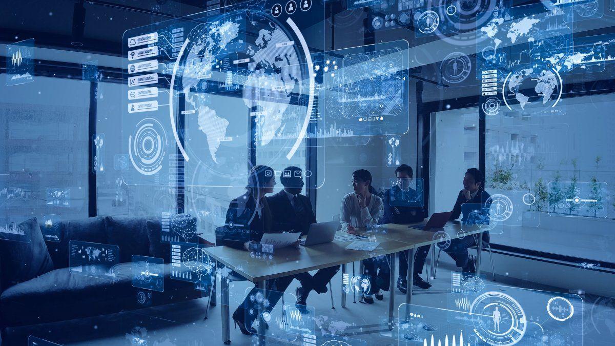 Lo complejo de la Transformación Digital es que exige a los empresarios cambiar su manera de pensar su propia empresa. En hacerle pensar a un empresario exitoso que hoy es imperioso cambiar su manera de ver los negocios.