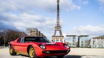 El Lamborghini Miura SV, la última evolución del exitoso proyecto P400, fue presentado oficialmente en marzo de 1971, en el stand de Carrozzeria Bertone en el Salón de Ginebra. En la misma ocasión, se presentó el Countach LP 500, definido como un concept car para futuras producciones.