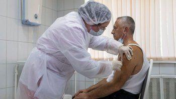 El desafío de vacunar a seis pacientes por hora, el rol del Ejército en la campaña y el alivio por la Sputnik V para mayores de 60 años