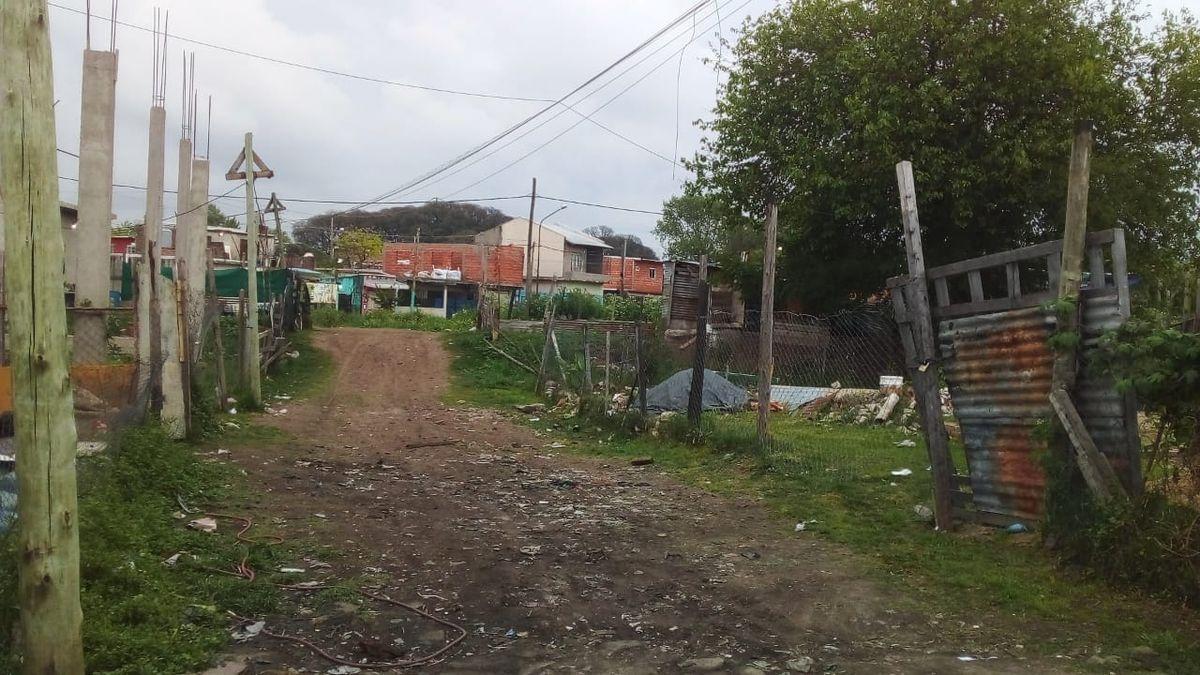 Un nene de 6 años murió electrocutado en un asentamiento de Ciudad Evita (Foto: ElDiarioAr).
