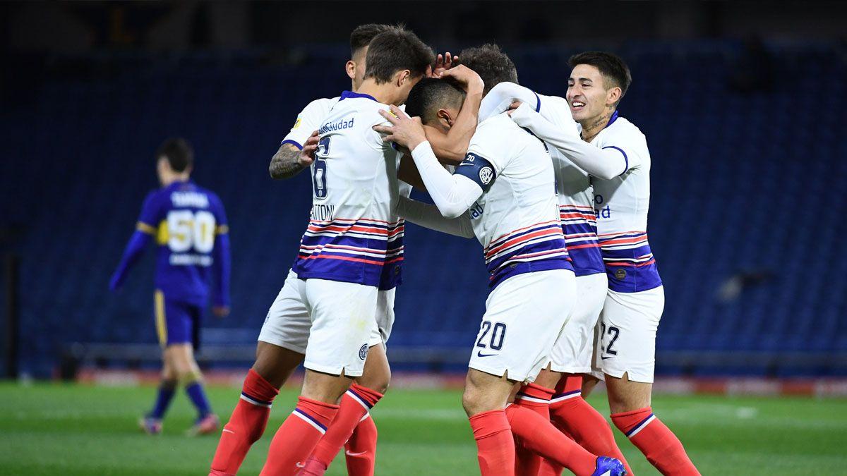 San Lorenzo le ganó 2-0 a Boca y es líder.