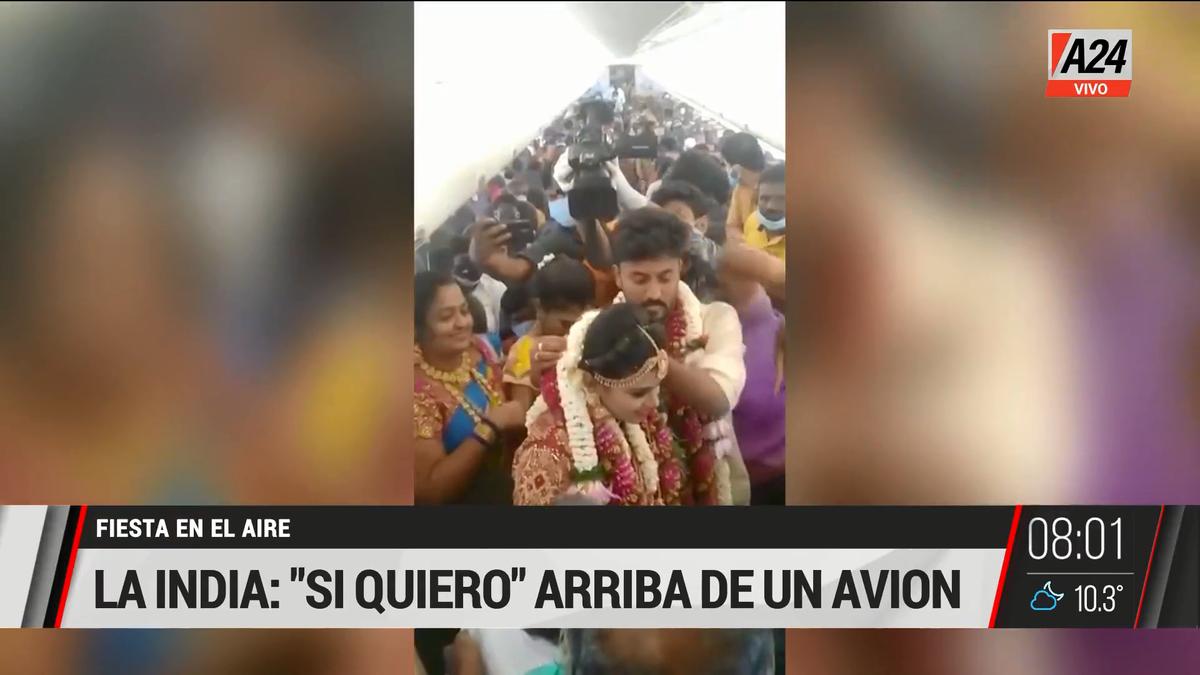Así fue el casamiento clandestino a bordo de un avión en India. (Captura de Tv)
