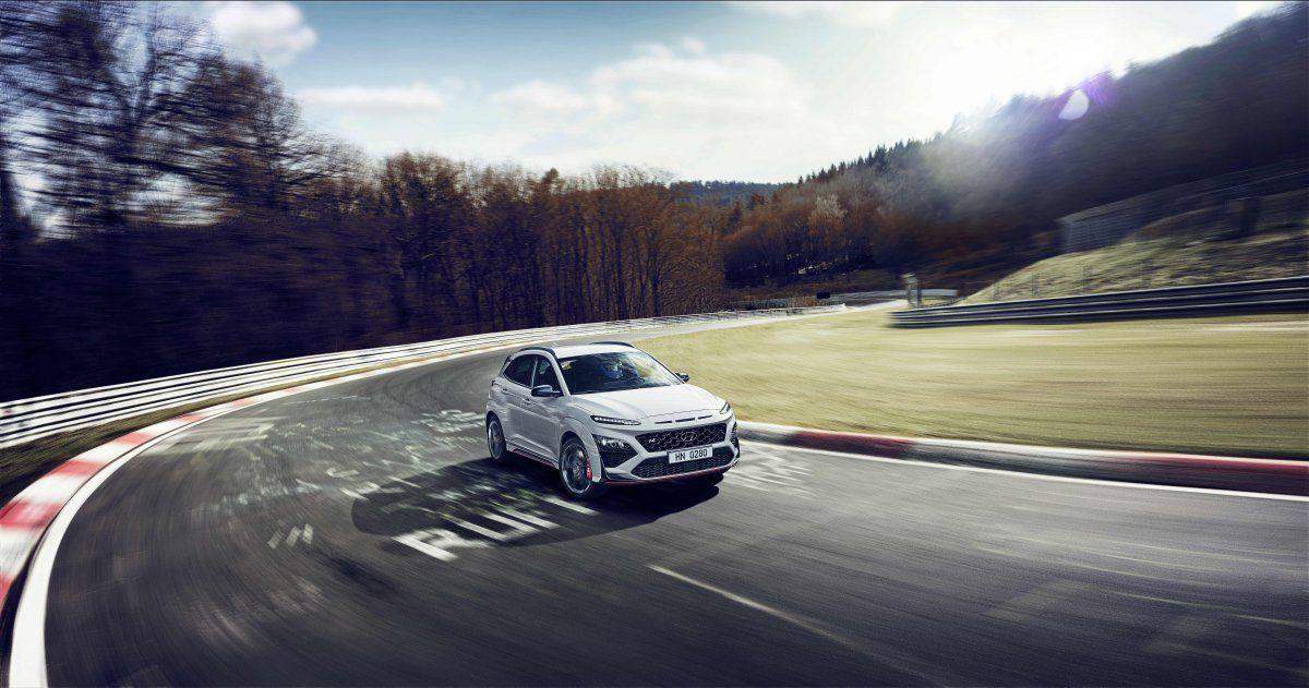 Con el motor 2.0 T-GDI el nuevo Hyundai Kona N ofrece las mejores prestaciones mediante la aplicación de relaciones de cambio específicas. La unidad de control de la transmisión está calibrada para las variantes N