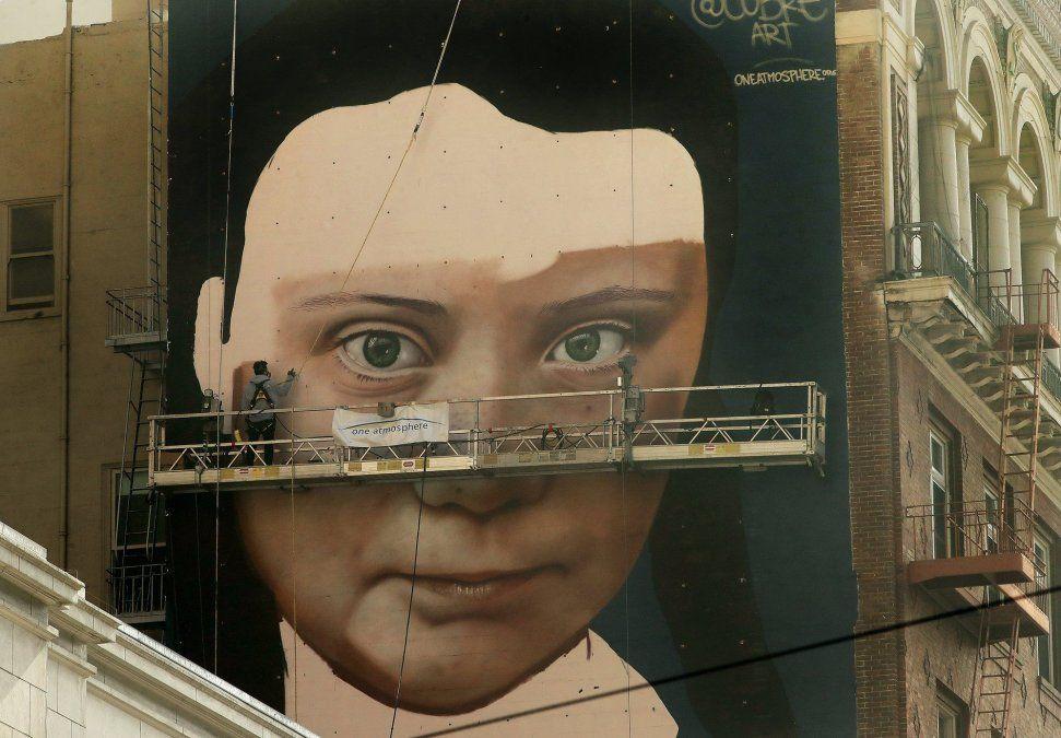 Un artista argentino hizo un mural gigante de la activista Greta Thunberg en San Francisco
