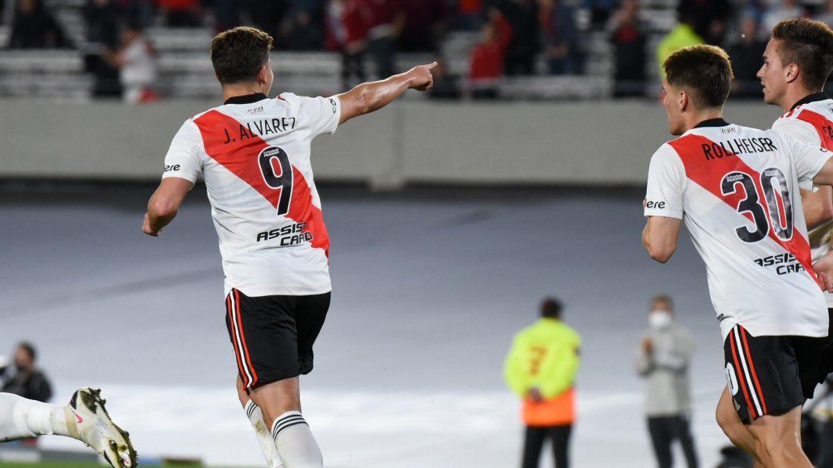 Con Julián Álvarez como gran figura, River se lo dio vuelta a San Lorenzo, le ganó 3-1 y se aleja en la cima