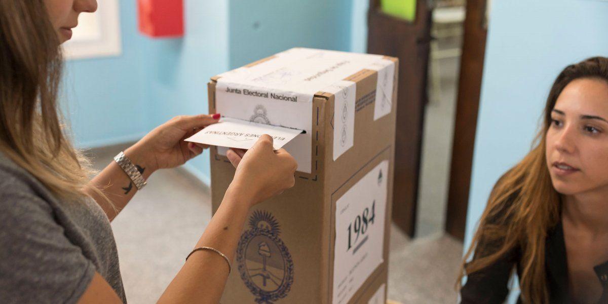 Cómo cerrar el sobre de la votación para evitar la propagación del coronavirus (Foto: archivo)