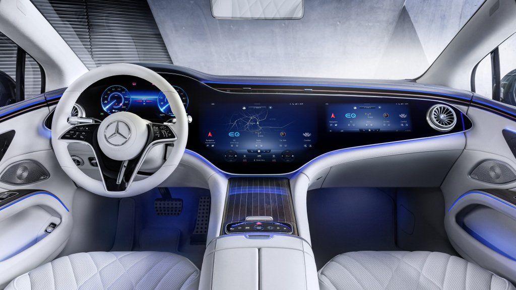 Los diseñadores encargados de la configuración del espacio interior del nuevo Mercedes-Benz EQS recibieron un mandato que era