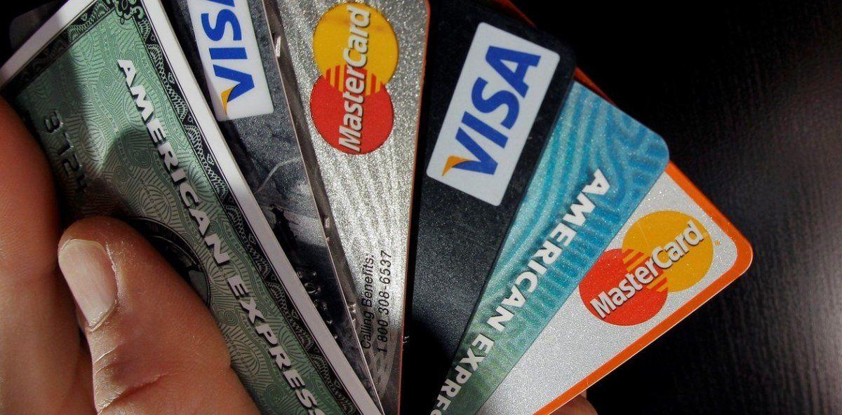 El Banco Central redujo el plazo para que los bancos liquiden los pagos con tarjeta de crédito a pequeños comercios