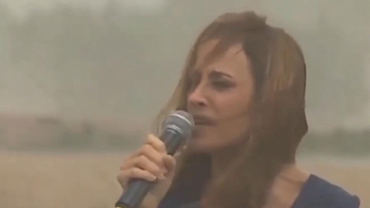 Victoria Tolosa Paz estaba dando un discurso cuando una tormenta de viento la arrasó