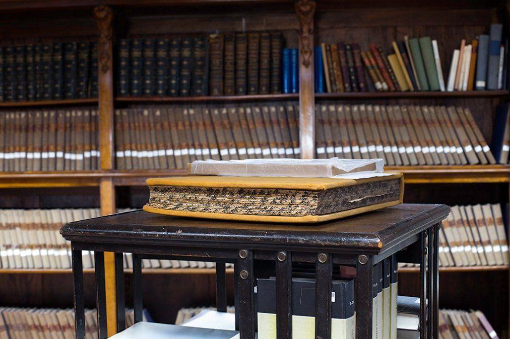 Archivos y tesoros de la Biblioteca Nacional. Reabre el lunes 6.