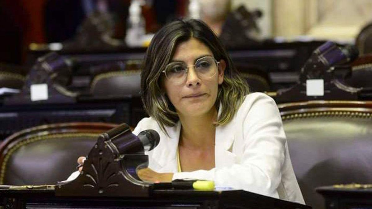 La diputada nacional Ayelén Spósito es médica y acompañó a un paciente con Covid-19 que fue trasladado de urgencia a un hospital.