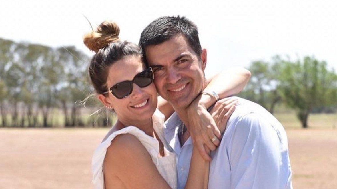 Isabel Macedo y Juan Manuel Urtubey volvieron de España en un vuelo de repatriados