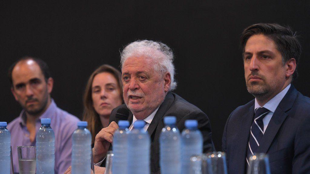 Ginés anunció más controles para el ingreso de extranjeros que hayan estado en zonas de riesgo