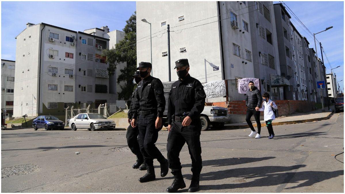 El operativo que derivó en las detenciones se llevó a cabo anoche luego de las protestas y denuncias de vecinos que reclaman protección en la zona.