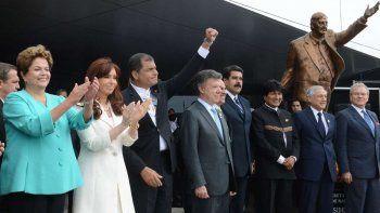 """Retiraron una estatua de Néstor Kirchner de la sede de la Unasur en Ecuador porque era """"un símbolo de la corrupción"""""""