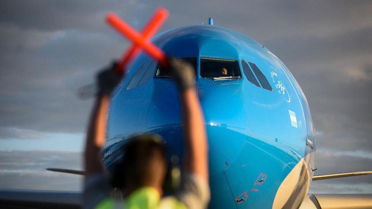 Las restricciones afectan al negocio de las aerolíneas y pondrían en peligro la conectividad del país. (Fuente-Foto: Aerolíneas Argentinas)