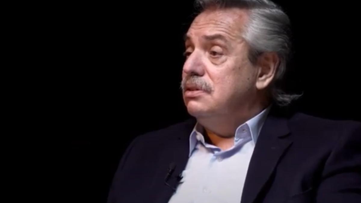 El presidente Alberto Fernández durante un reportaje para el programa Caja Negra de Filo News.