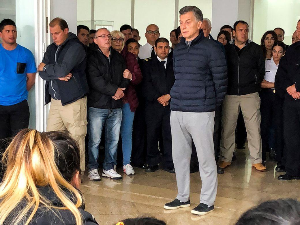 Macri con familiares del ARA San Juan, en noviembre de 2017 (Archivo)