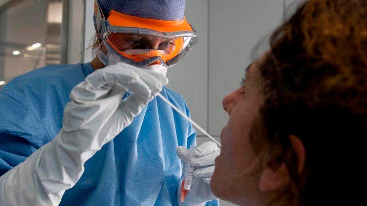 Coronavirus: aseguran que no es necesario esperar 72 horas para hisoparse.