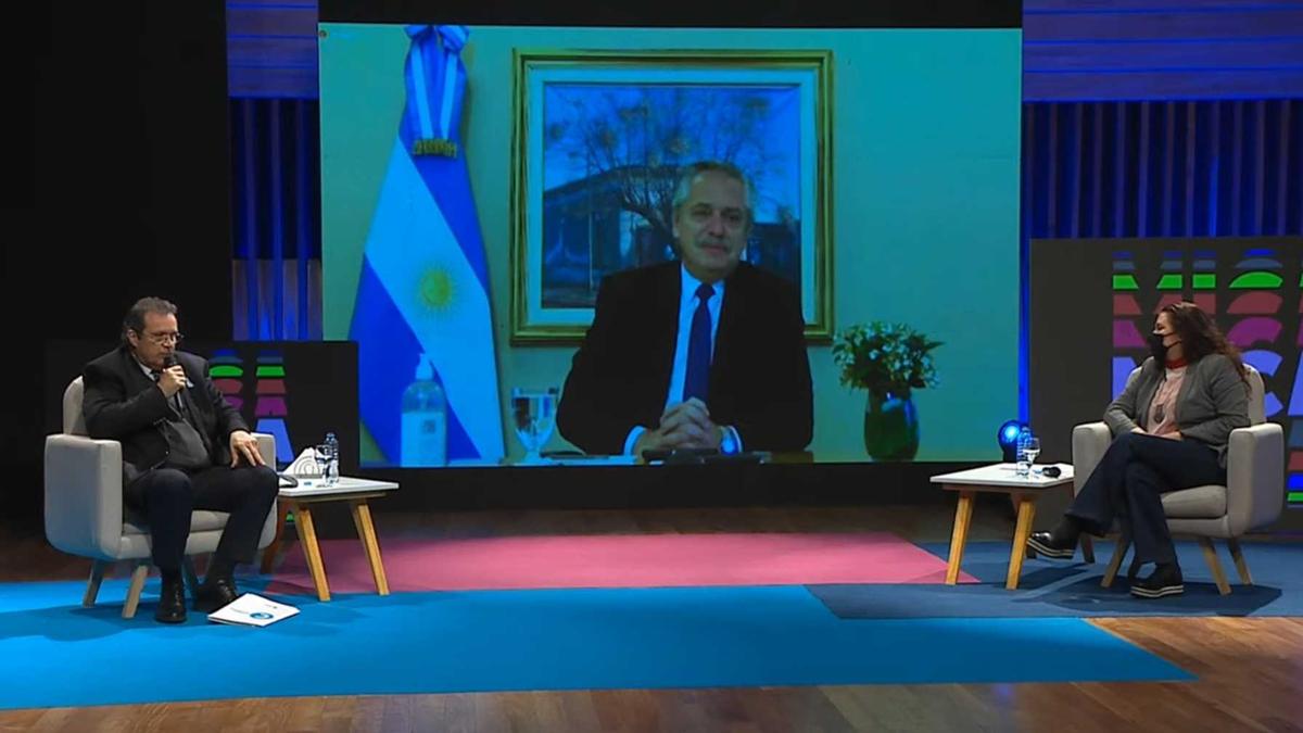 Alberto Fernández permanece aislado en Olivos tras participar de la asunción de Pedro Castillo en Perú. Participó de manera virtual del acto lanzamiento de la Plataforma Digital de Indistrias Culturales. Foto: Captura de pantalla.
