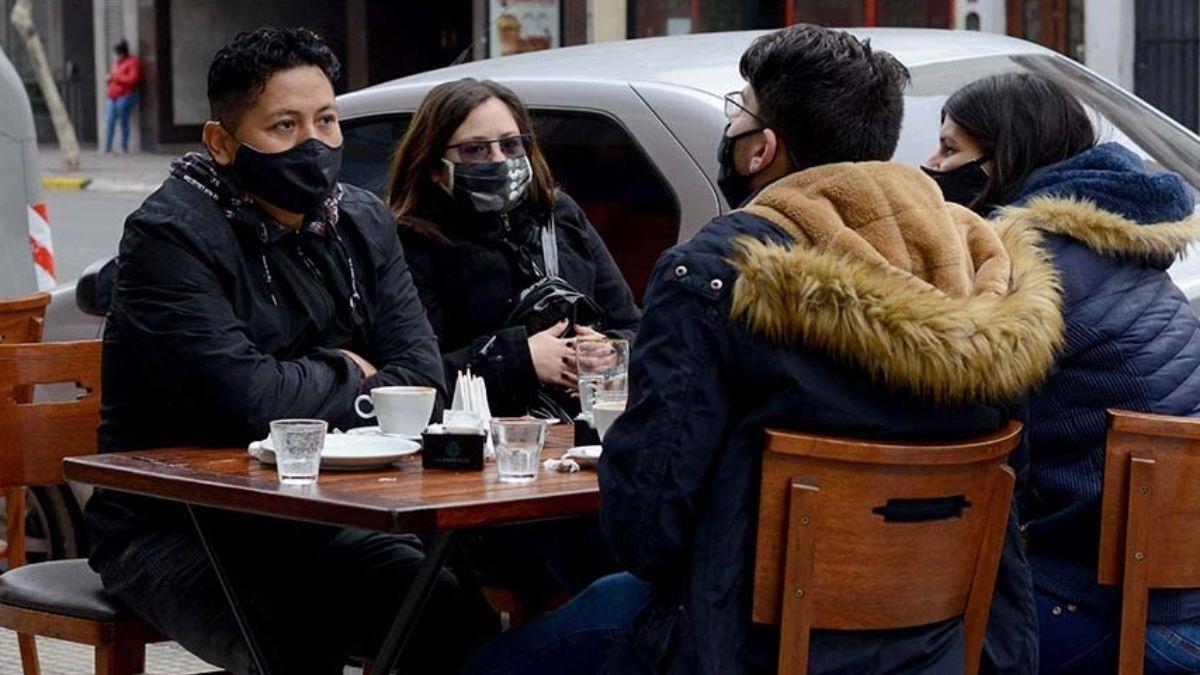 Coronavirus: los bares y restaurantes de la Ciudad extienden el horario de cierre