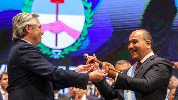 El presidente Alberto Fernández mezcla el fin de semana largo entre descanso y gestión en Olivos y recorridas y actos de campaña en Tucumán y el conurbano.